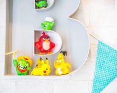Quarto do Benjamim só tem @amomooui e foi todo projetado pela arquiteta @arqalessasena.   A clássica estampa Cruz Preta da #MOOUI foi escolhida para a roupa de cama e as estampas mais coloridas, como Kilim Azul e Dragon, para as almofadas.  Na parede, o adesivo de parede Tri Preto deu o charme final na decoração. #criança #menino #bebê #decoração #quarto #quartinho #roupadecama #detalhe #inspiração #kids #children #baby #boy #decor #bedroom #nursery #detail #inspiration #syle #enxoval