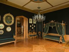 Det er uvisst om noen har overnattet her. Royal Court, Classic Interior, Historical Architecture, Oslo, Old World, Norway, Palace, Castle, Chandelier