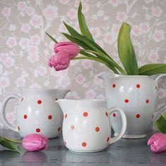 Arabian Ping Pong-sarja on Raija Uosikkisen suunnittelema Vintage Cups, Retro Vintage, Kitchenware, Tableware, Instagram Widget, Red Kitchen, Live Long, Coffee Time, Metallica