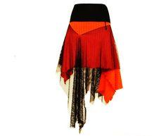Rock aus orangen Rippenstrick mit schwarzem Netz und schwarzem Bund. Zipfelig geschnitten und ein echter Blickfang.    Ob zu Stiefeln, Strumpfhose ode