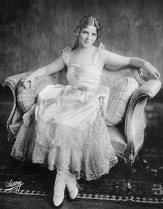 Net Image: Olive Thomas: Photo ID: . Picture of Olive Thomas - Latest Olive Thomas Photo. Old Hollywood Movies, Old Hollywood Stars, Vintage Hollywood, Classic Hollywood, Hollywood Actresses, Classic Actresses, Victorian Photos, Antique Photos, Vintage Photos