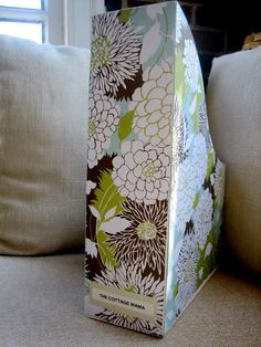 Organization - Pretty inexpensive DIY magazine holders. Diy Crafts For Gifts, Cute Crafts, Decor Crafts, Playroom Organization, Organizing Paperwork, Care Organization, Organizing Tips, Organising, Diy Magazine Holder