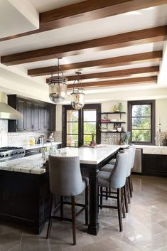 30 Sophisticated Black Kitchen Cabinets - Kitchen Designs With Black Cupboards Rustic Kitchen Cabinets, Kitchen Cabinet Design, Interior Design Kitchen, Kitchen Island, Kitchen Rustic, Kitchen Ceiling Design, Island Stools, Rustic Room, Kitchen Ideas