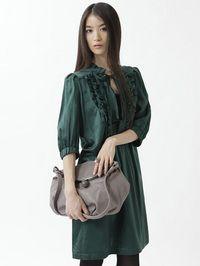(erva)  グリーンのワンピとバッグの  コーディネートが良い感じ。