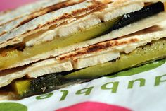 wrap toasté poulet courgettes Sandwiches, Lunch, Restaurant, Fresh, Healthy, Ethnic Recipes, Food, Gourmet, Zucchini