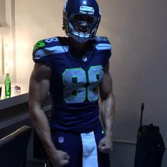 PHOTO: Jimmy Graham Looking Jacked in His Seattle Seahawks Uniform | FatManWriting