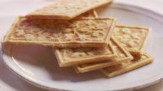 God jul - Opplysningskontoret for brød og korn Waffles, Bread, Baking, Breakfast, Food, Advent, Morning Coffee, Brot, Bakken