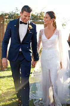 Don& get us wrong, Jamie Chung& silk and tulle Monique Lhuillier wedding gown was gorgeous. With its sheer sleeves and ice-like embroidery, you could argue Tuxedo Wedding, Wedding Groom, Wedding Suits, Chic Wedding, Dream Wedding, Wedding Day, Martha Stewart Weddings, Celebrity Wedding Dresses, Celebrity Weddings