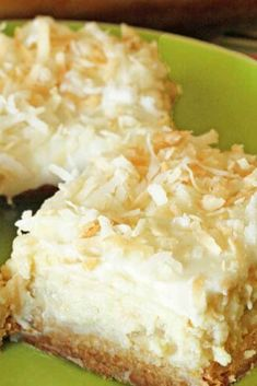These Hawaiian Cheesecake Bars taste just like a tropical island getaway. And who couldn't use that during this time of year? These Hawaiian Cheesecake Bars taste just like a tropical island getaway. And who couldn't use that during this time of year? Tropical Desserts, 13 Desserts, Delicious Desserts, Yummy Food, Coconut Desserts, Coconut Bars, Lemon Desserts, Sweet Desserts, Plated Desserts