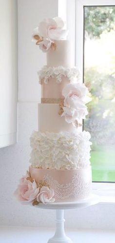 Cotton & Crumbs Wedding Cake Inspiration #floralweddingcakes