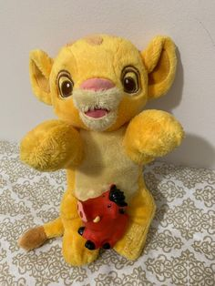 In good gently played with condition. No holes or rips. As is no blanket. Includes a Little People Pumba Toy. See all pics. Simba Et Nala, Lion King Baby, Lion King Simba, Disney Stuffed Animals, Dinosaur Stuffed Animal, Disney Plush, Disney Babies, Cute Disney