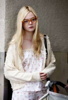 Beautiful Elle Fanning. Love her look.