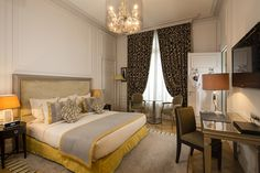 La chambre Grande Deluxe: l'équilibre parfait de l'élégance et du charme parisien avec une touche de couleur. #enjoy #colorful #room #chambre #classy #beautiful #happiness #hotelmajesticspa #leshotelsbaverez #paris