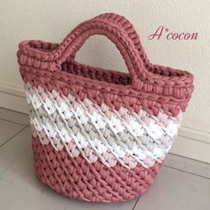 ズパゲッティ(hoooked zpagetti)で編んだマルシェトートバッグです。落ち着いた上品なピンクを基調に少し春っぽいイメージに仕上げました。斜めのラインが効いた編み目模様がデザインになって素敵ですよ♪*使用カラー*ダスティピンクスモーキーピンクグ...