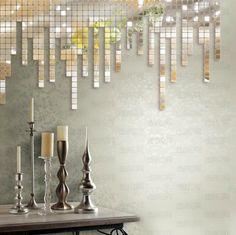 Аккуратный мозаичный фриз из зеркальной плитки.