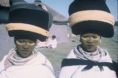 Africa | Married Xhosa twin sisters. Eastern Cape - Transkei. South Africa. | Lister Haig Hunter. Xhosa Attire, How To Make Clothes, Making Clothes, Body Painting Festival, Egyptian Costume, Beauty Around The World, African Tribes, Twin Sisters, Amazing Photography