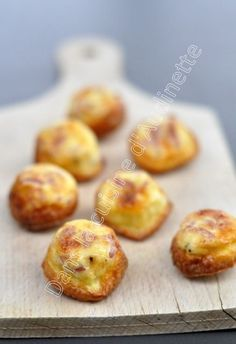 Bacon and goat cheese bites - In the kitchen of Audinette - Already the lovely month of May! Are we celebrating with a little aperitif in the sun? Tapas, Cake Factory, Healthy Toddler Meals, Low Calorie Snacks, Cheese Bites, Ham And Cheese, Goat Cheese, Finger Foods, Bacon