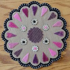 pRiMiTiVe Valentine Candle Mat~Folk Art~Whimsical Pink Wooly Heart Penny Rug~