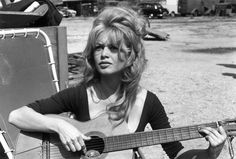 Brigitte Bardot's most beautiful summery hairstyles Brigitte Bardot, Bridget Bardot, Keratin, Summer Hairstyles, Wedding Hairstyles, Bouffant Hair, Celebrity Skin, Club, Playing Guitar