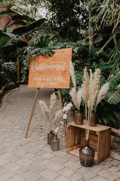Tulip Wedding, White Wedding Bouquets, Diy Wedding, Rustic Wedding, Wedding Flowers, Dream Wedding, Deco Champetre, Wedding Mood Board, Wedding Welcome Board