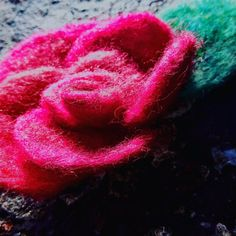 Beatifull rose Felt work, Wool, brooch or pin hair. Hand made felted Perfect gift. Elegant Flowers, Flower Brooch, Spring Flowers, Hair Pins, Brooches, Flora, Valentines, Rose, Classic