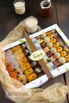 Dessert Packaging, Bakery Packaging, Cookie Packaging, Food Packaging Design, Indonesian Desserts, Indonesian Food, Snack Recipes, Dessert Recipes, Snacks