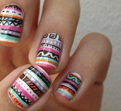 nageldesign-aztekenmuster-streifen-bunt-nagellack