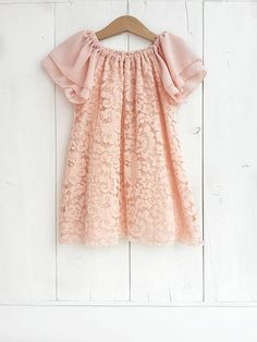 This beautiful little girl dress, pink lace, is suitable for important occasions such as baptisms and weddings. The delicate lace is embellished with soft chiffon sleeves, wonderful for a child who carries the wedding rings!  It does not have buttoning, easily wearing thanks to the neck with elastic inside. Under the lace there is a layer of soft chiffon in tone and is fully lined with light white cotton.  Available in various colors and sizes.  The colors may look a bit different depending…