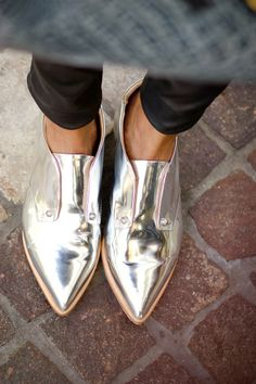 Jolies chaussures argentées Chaussures Argentées, Derbies, Petits Souliers,  Chaussure Chic, Chaussures Originales 37f3ecbd61ce