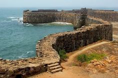During sunrise and sunset the #Sindhudurg Fort becomes golden because of yellow rocks.