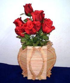 Artesanato com palitos de picolé. Vaso para flores.
