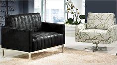 As poltronas podem ou não seguir a mesma linguagem dos sofás em relação ao visual e à estrutura. Porém, o primordial é que estas peças imprimam estilo, contrastes e valor na composição.