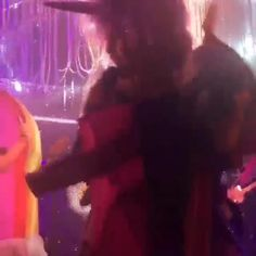 (Video) - Miley Cyrus performing topless at Chicago