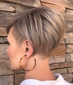 Kurze frisuren short hairstyle ideas to look great in 2019 bobhairstyles haircuts hairstyl celebrityshorthairstyleswithbangs Short Curly Haircuts, Hairstyles Haircuts, Short Hair Cuts, Short Stacked Haircuts, Pixie Cuts, Ladies Short Hairstyles, Short Undercut Hairstyles, Short Bob With Undercut, Undercut Bob Haircut