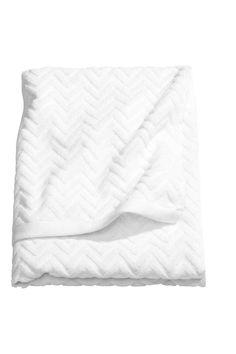 Badehåndklær fra HM Home, 99 kr, diverse farger Bath Towel Sets, Bath Towels, H&m Deco, H & M Home, Shower Towel, White Towels, Zig Zag Pattern, H&m Online, Jacquard Weave