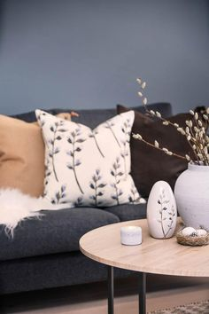 Tid for påskekos Kos, Throw Pillows, Toss Pillows, Cushions, Decorative Pillows, Decor Pillows, Aries, Scatter Cushions, Blackbird