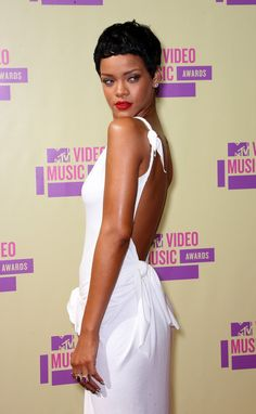 Rihanna Photos - Singer Rihanna arrives at the 2012 MTV Video Music Awards at Staples Center on September 2012 in Los Angeles, California. Rihanna Outfits, Rihanna Photos, Rihanna Style, Celebrity Outfits, Celebrity Beauty, Rihanna Pixie, Rihanna Fenty, Rihanna Short Hair, Rihanna Daily