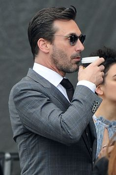 Jon Hamm gets a kiss from Jenny Slate and sips his coffee while standing in line! LA • Celebrity WOTNOT ------------------------ For further information on this story and image please visit www.celebritywotnot.com. These Images are ©Atlantic Images. No use without permission. Please contact Atlantic Images for licensing. This video is copyright Atlantic Images. Please contact Atlantic Images for licensing. No use without permission.