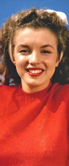 1945: Marilyn Monroe – Norma Jeane – red jumper …. #marilynmonroe #pinup #monroe #marilyn #normajeane #iconic #sexsymbol #hollywoodlegend #hollywoodactress #1940s