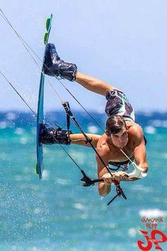 Cruser Putnam , Maui  kitesurfing freestyle