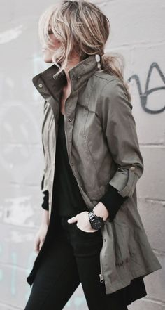 Curating Fashion & Style: Street style | Black outfit with messy hair and military khaki jacket