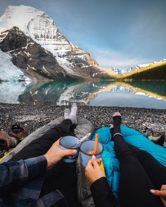 """///Taylor Burk on Instagram: """"Top of the mornin' to ya! We brought our sleeping bags over to the edge of the lake to hang out and eat some oatmeal, the view was alright. """"/// I just can't wait to do this with my sweetheart!!!!! Lovely photo"""