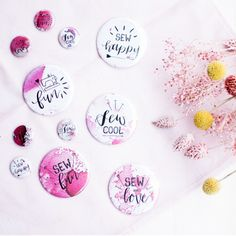 Happy Fun, Lettering, Decorative Plates, Sewing, Pattern, Diy Ideas, Button, Products, Print Templates