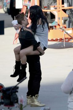 Justin and Selena Kiss on Set of Music Video - Photo 6