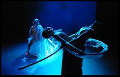"""""""Tempeste"""" (fragmentación sensitiva de La Tempestad de Shakespeare)  Dirección: Pepe Márquez Concepción visual, escenografías dinámicas y vestuario: Azul Borenzstein.  Natalia Kravetz: realización de escenografías dinámicas y vestuarios."""