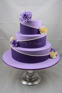 Purple Wedding Cake but would like white and purple Purple Cakes, Purple Wedding Cakes, Beautiful Wedding Cakes, Gorgeous Cakes, Pretty Cakes, Cute Cakes, Amazing Cakes, Gold Wedding, Bolo Artificial