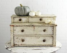 Antique Stepback Chest in Chippy Old Cream Colored Paint Primitive Furniture, Primitive Antiques, Primitive Decor, Farmhouse Chic, Cottage Farmhouse, Cottage Style, Painted Cottage, Old Boxes, Painted Chairs