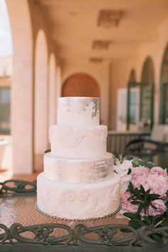 Silver brushed wedding cake   Anna Kim Photography