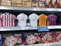 Galletas de los equipos de futbol, pero solo las del Barcelona tienen forma de escudo del equipo. Las otras son balones.