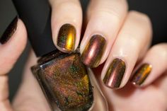 Abundance (H) is a holographic version of the original Abundance Ultra Chrome nail polish! The new Abundance (H) contains just the right amount of holographic s
